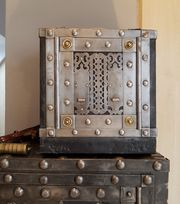 Italienischer Pracht Tresor um 1750