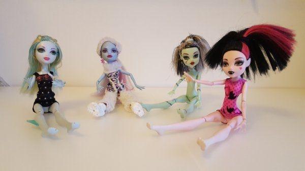 4x Monster High » Puppen