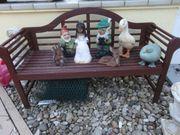 Schöne Gartenbank mit Figuren Schneewitchen