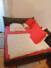 Bett mit 2 Nachttischen
