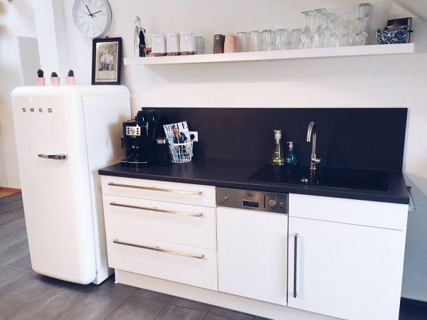 Kühlschrank Von Smeg : Smeg fab lb retro kühlschrank in weiß mit gefrierfach neuwertig