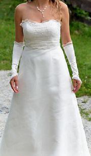 schickes Hochzeitskleid mit