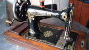 Wunderschöne historische 100-jährige Nähmaschine von
