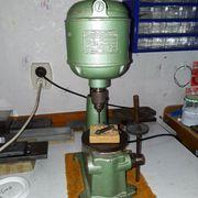 Historische Goldschiedebohrmaschine