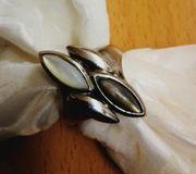 Ring mit schönem Stein Durchmesser