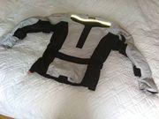 Neuwertige Motorradjacke -hose und -handschuhe
