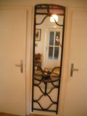 Rattan-Garderobe mit Spiegel