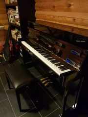 Yamaha Klavier Piano schwarz poliert