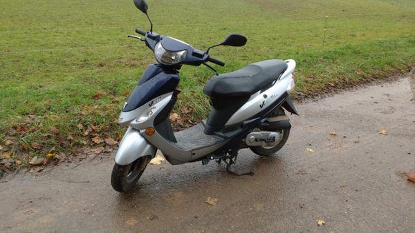 Peugeot V-Clic Motorroller 50er - Dielheim - Peugeot, vclic, 1,5 kW, 36000 km, EZ 09/2009, 1. Hand, Garagenfahrzeug, unfallfrei. Peugeot V-Clic Motorroller 50er300,- Fest/Fixpreis1 x ErsatzreifenGaragenfahrzeug-springt immer an--Motor läuft gut-Optische Mängel sind vorhanden-Bremsbacken - Dielheim