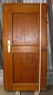 Holztür mit Rahmen