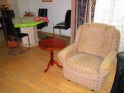 Einzelbett Sessel Couchtisch Badhochschrank in