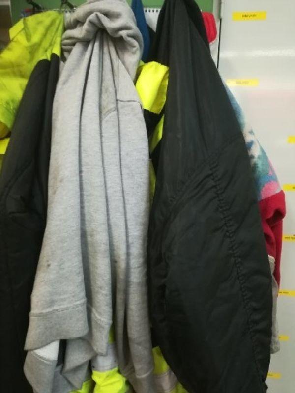 Gebe Kleider für » Biete kostenlos