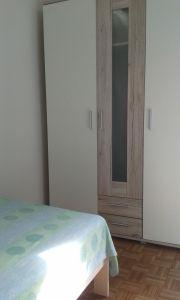 Möbiliertes Zimmer in
