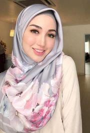 Zur türkischen Frau gekleidet werden