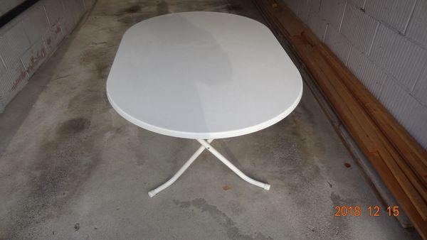 Klappbarer Gartentisch Aus Kunststoff U Metallfussen 93 X 145 Cm In