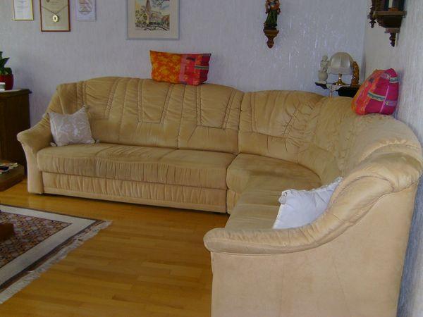 Wohnlandschaft 2 U 3 Sitzer Mit Rundecke U Hocker Zu Verkaufen