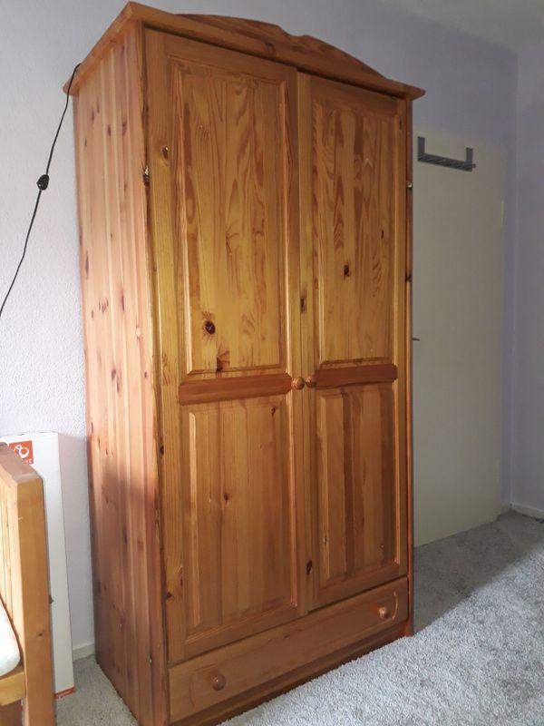 kiefernschrank kaufen kiefernschrank gebraucht. Black Bedroom Furniture Sets. Home Design Ideas