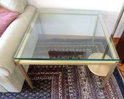 2 Couchtische Glasplatte sitzt auf