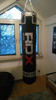 Schwarzer Boxsack von