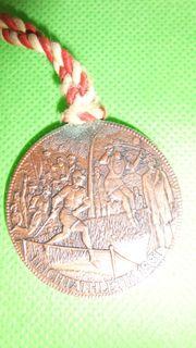 9 limitierte Medaillen (