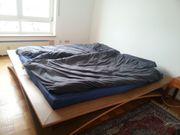 Schönes Gotik-Bett