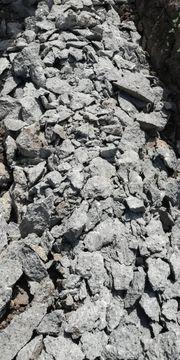 Auffüllmaterial Steine Beton zu verschenken