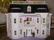 Großes Puppenhaus zu
