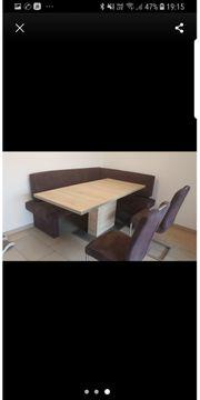 Eckbank mit Esstisch und Stühlen