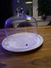 Glasglocke mit Teller