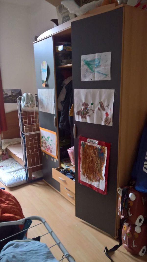 Kleiderschrank zu verschenken in Karlsruhe - Biete kostenlos private ...