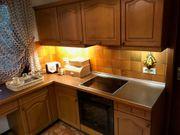 Küche mit Siemens-Ceranfeld Spülmaschine Schränke