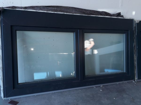 Zwei Neue 3 Fach Verglaste Fenster