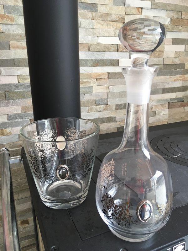 Sekt oder Weinkühler und Karaffe