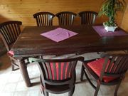 Esszimmertisch mit Stühlen
