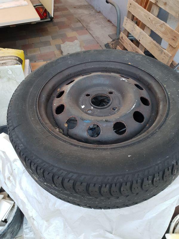Autoreifen! - Waghäusel - 4x 185/65 R14 Goodyear. 4 Reifen, mit Felgen. Waren auf einem Ford Focus.Nur komplett. Zu verschenken. Vielleicht gegen eine Tafel Schokolade. - Waghäusel