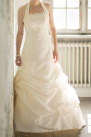 Romantisches Brautkleid der