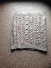 Gebrauchter grauer Schal gegen etwas