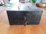 Alte Kasse Geldkassette mit Schlüssel -