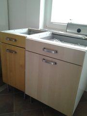 zwei Küchenschränke von