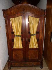 Holzschrank antik mit