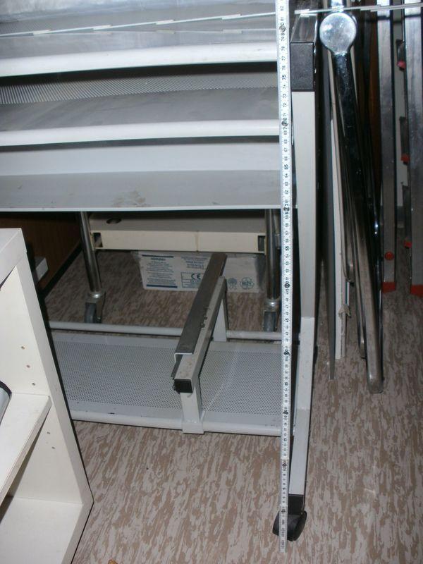 Computer Und Schreibtisch Platzsparend Mit Ausziebaren