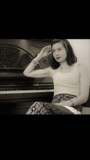 Sängerin u Pianistin für Hamburg