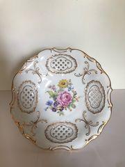 Dekorschale aus Porzellan mit Blumenmuster