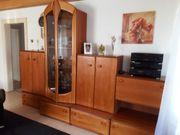 Wohnzimmer-Anbauwand mit Regal in kirschbaum