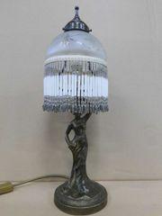 Tischlampe retro Frauenfigur geschliffener Glasschirm