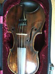 Alte Geige mit Koffer