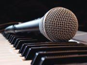 Keyboardlehrer Klavierlehrer Gesangslehrer erteilt qualifizierten