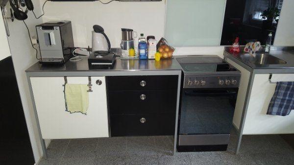 Udden Küche von Ikea mit Kühlschrank, Spülmaschine, Herd und ...