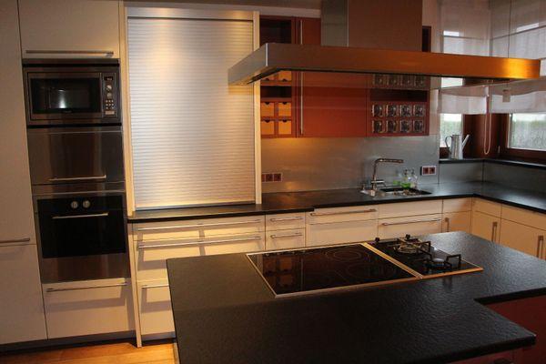 Hochwertige Küche von SieMatic, L-Form mit Kochinsel, Farbe camé und ...