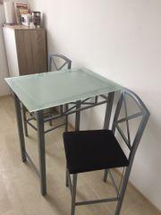 Bar Tisch mit Stühle